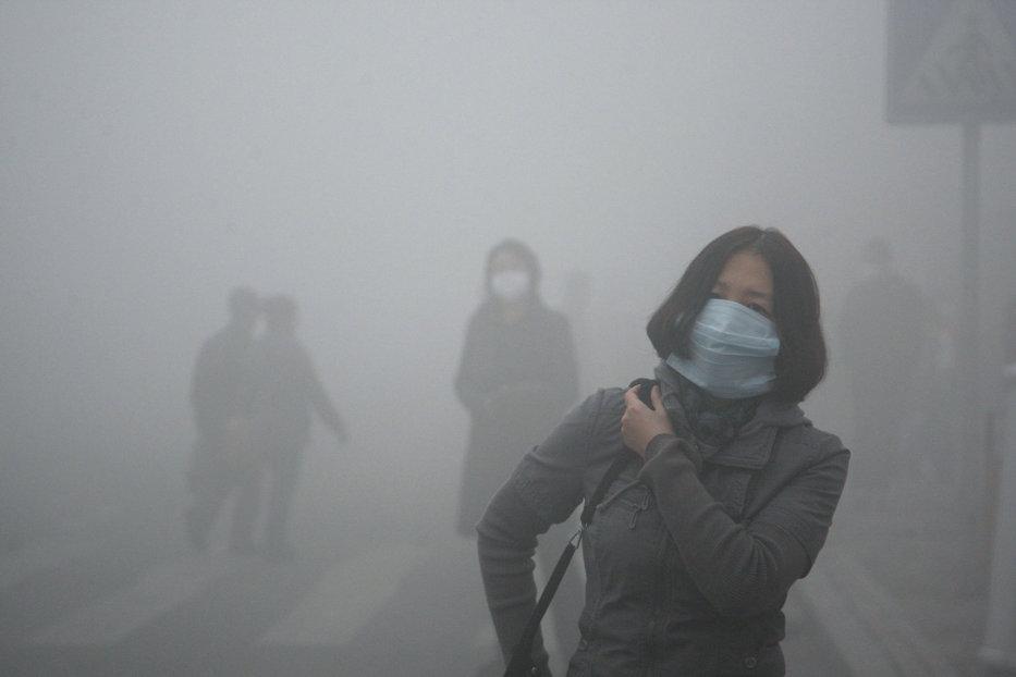 Cod roşu de smog în China. Nici vârfurile zgârie-norilor nu se văd. FOTO terifiant