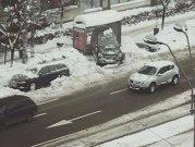 L-au înjurat cu toţii că a parcat în staţia RATB, dar nu ştiau un lucru. Care este explicaţia şoferului, care a lăsat Poliţia cu gura căscată