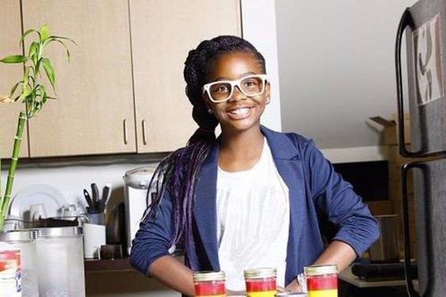 """Fetiţa de 13 ani ajunsă milionară cu o idee foarte simplă: """"Poate să vândă praf în deşert"""""""