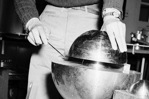 Top 10 savanţi ucişi de propriile experimente. Inventatorul bombei atomice, printre cazurile celebre