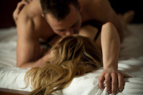 Cum se comportă bărbaţii şi femeile după o aventură de o noapte