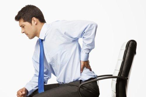 Cum alungăm durerile de spate dobândite la birou