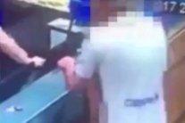 Un cuplu a intrat într-o pizzerie şi a făcut comanda. Angajaţii au rămas PERPLECŞI când s-au uitat pe camerele de supraveghere. VIDEO EXPLICIT