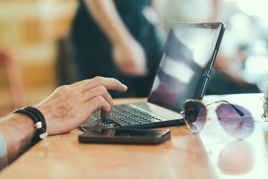 Ce îi nemulţumeşte pe 7 din 10 români atunci când intră pe un site