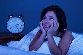 Ţi-e somn, dar nu poţi să adormi? Un obicei frecvent este vinovatul