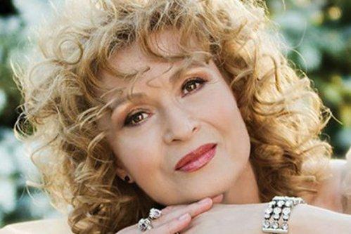 Angela Similea a părăsit definitiv România