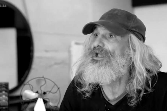 VIDEO. A intrat homeless şi a ieşit prinţ. Transformarea incredibilă a acestui bărbat care trăia de 25 de ani pe străzi