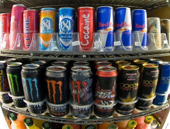 Ce se întâmplă în corp când combini alcoolul cu energizantele. Prima reacţie e la nivelul creierului
