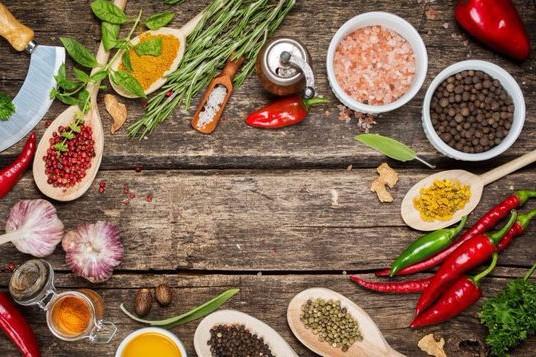 Acestea sunt condimentele care iţi vindecă stomacul