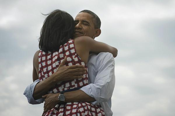 Obama, surprins în timp ce o fotografia pe Michelle. Unde se aflau cei doi. FOTO
