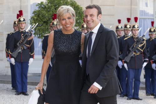 Imagini inedite de la nunta lui Emmanuel şi Brigitte Macron. VIDEO