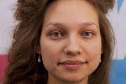 Era o tânără obişnuită până când un make-up artist a întâlnit-o. Transformarea este cu adevărat uluitoare