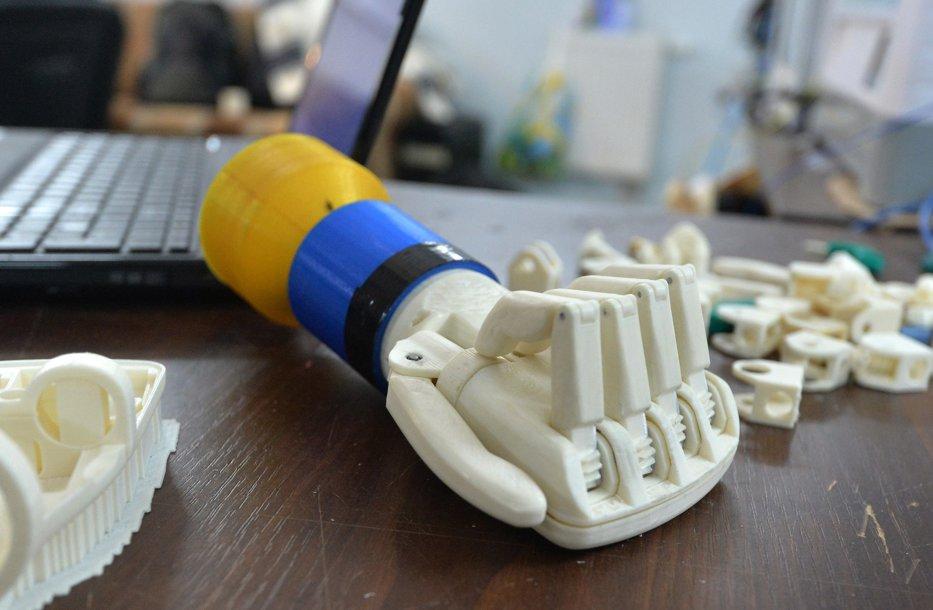 Cum au evoluat protezele. De la cârligul lui Captain Hook la penisul bionic
