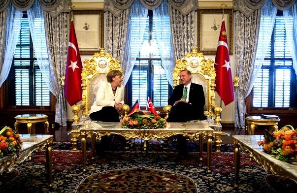 Cum arată palatul rezidenţial al lui Erdogan. Una dintre încăperi, acoperită cu un tapet de mătase al cărui metru pătrat costă 2.500 de euro. VIDEO