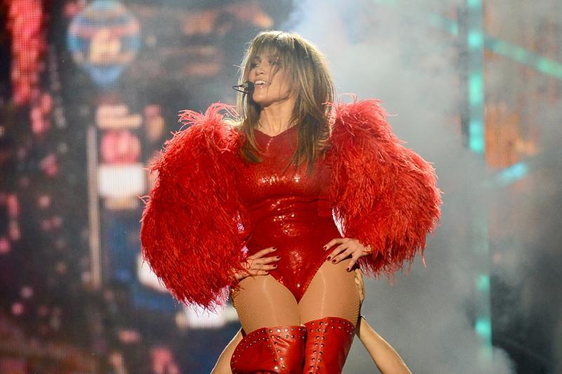 Jennifer Lopez a angajat un detectiv particular care să îi urmărească iubitul. Care este motivul