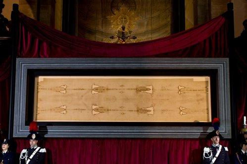 Descoperirea făcută pe Giulgiul din Torino care confirmă toate ipotezele experţilor: Dezvăluie o suferinţă enormă a victimei