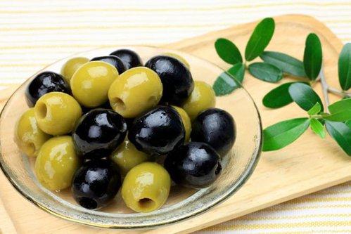Care este diferenţa între măslinele verzi şi cele negre
