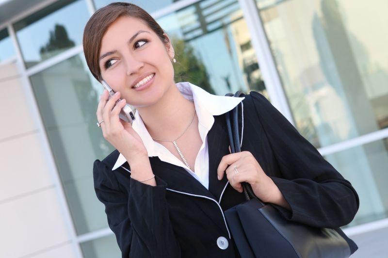 Smartphone-ul devine tot mai important. 6 din 10 oameni au în plan o achiziţie online de pe mobil până la finalul anului. Cât cheltuiesc românii