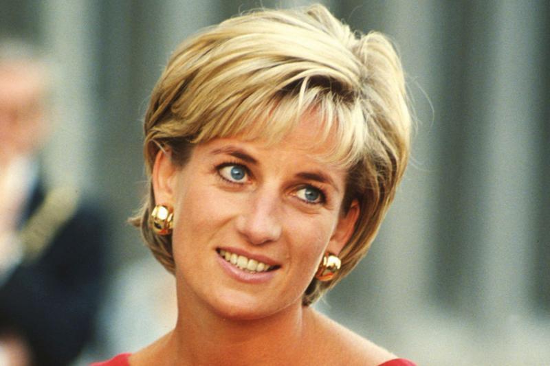 """Regina Elisabeta, scrisoare emoţionantă la câteva zile de la moartea Prinţesei Diana: """"Sunt tulburată"""