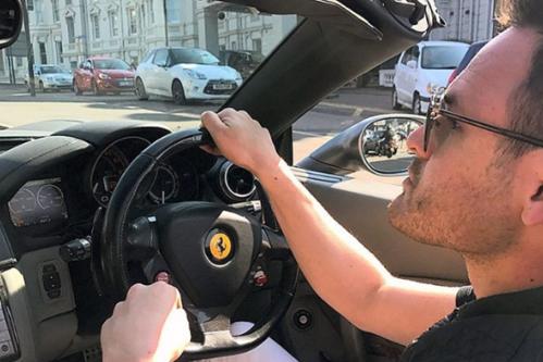 Preţul incredibil cu care un tânăr vrea să îşi vândă Porsche-ul Cayman. Oferta are însă o condiţie