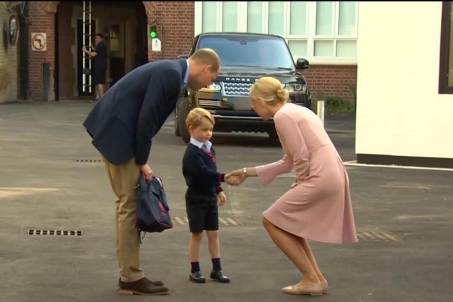 Prinţul George face furori pe internet în prima sa zi la şcoală. Cât va plăti, pe an, familia regală britanică pentru şcolarizarea sa. VIDEO