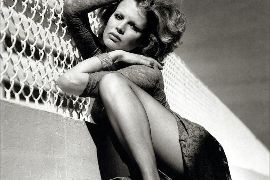 Kim Basinger, cum nu aţi mai văzut-o niciodată. Lumea o ştie aşa, dar trecerea anilor a lăsat urme vizibile pentru actriţa de 63 de ani. GALERIE FOTO