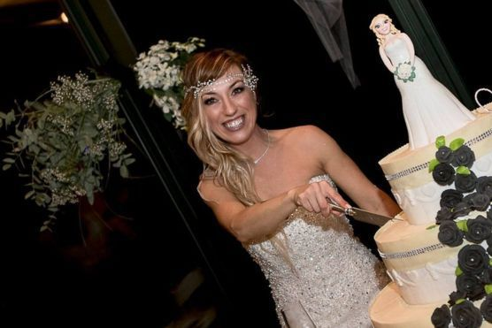 """Motivul incredibil pentru care o italiancă s-a măritat cu ea însăşi: """"Poţi să trăieşti un basm şi fără prinţul din poveste"""""""