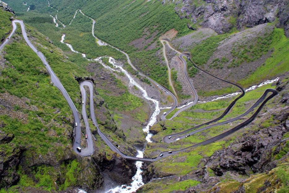 Imagini care-ţi taie răsuflarea. Transfăgărăşanul a fost detronat. Cum arată cel mai specaculos drum din Europa