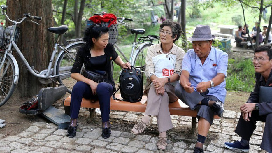 În interiorul celei mai IZOLATE ţări din lume: Cum îşi trăiesc viaţa oamenii din Coreea de Nord