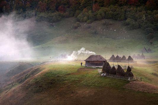"""""""Ultimul loc neatins din Europa"""". Fotografia unei românce premiată de o publicaţie britanică prestigioasă"""