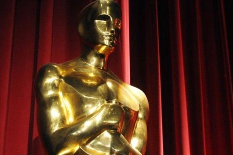 Un actor câştigător al premiului Oscar şi-a anunţat retragerea din lumea filmului. Se mută la ţară şi se apucă de confecţionat pantofi