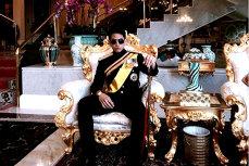 Viaţă de PRINŢ. Cum trăieşte fiul unuia dintre cei mai bogaţi oameni din lume. GALERIE FOTO