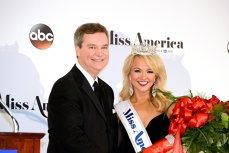 """Organizaţia Miss America, distrusă de mail-urile preşedintelui, în care spunea despre fostele concurente că sunt """"uriaşe"""", """"uşuratice"""" sau că ar trebui să moară"""