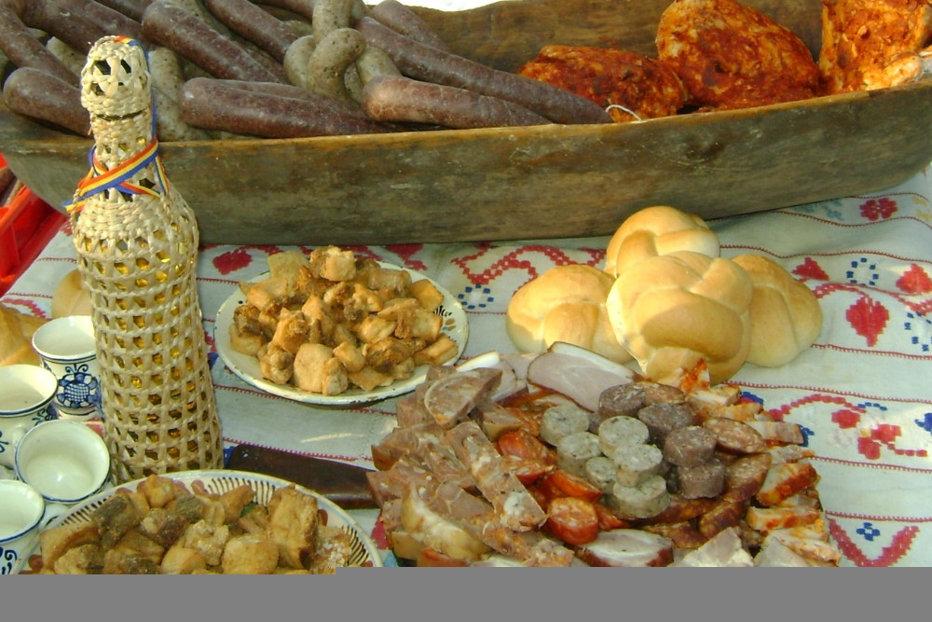 Ce trebuie să mâncăm pentru a ne simţi bine de Crăciun. Sfaturile unui celebru nutriţionist român