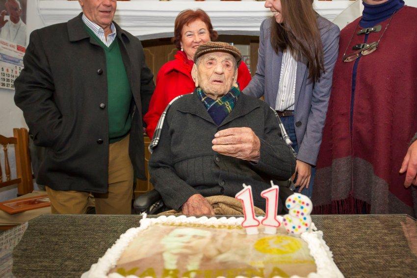 Secretul longevităţii, dezvăluit. Ce mănâncă în fiecare zi cel mai bătrân om din lume