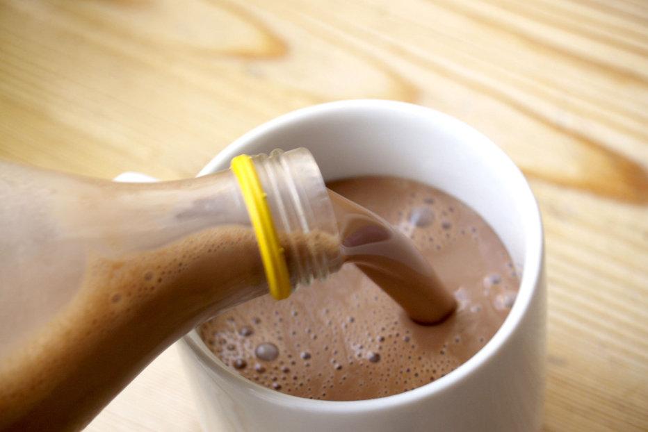 Peste 16 milioane de americani cred că laptele cu ciocolată provine de la vacile maro