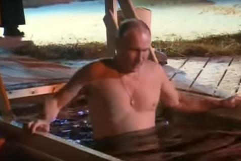 Imagini inedite cu Vladimir Putin. Înconjurat de preoţi, preşedintele rus s-a dezbrăcat şi s-a scufundat în apele îngheţate ale unui lac, la -6 grade
