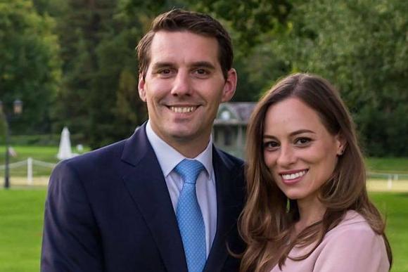 Cum au fost fotografiaţi fostul Principe Nicolae şi Alina Binder