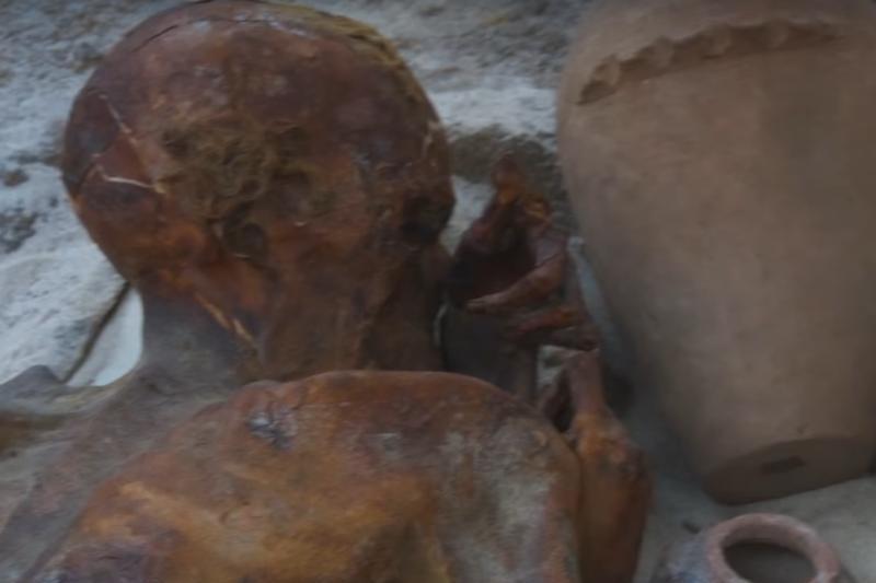 Cele mai vechi tatuaje din lume. Ce desene au fost descoperite pe două corpuri mumificate în urmă cu peste 5.000 de ani