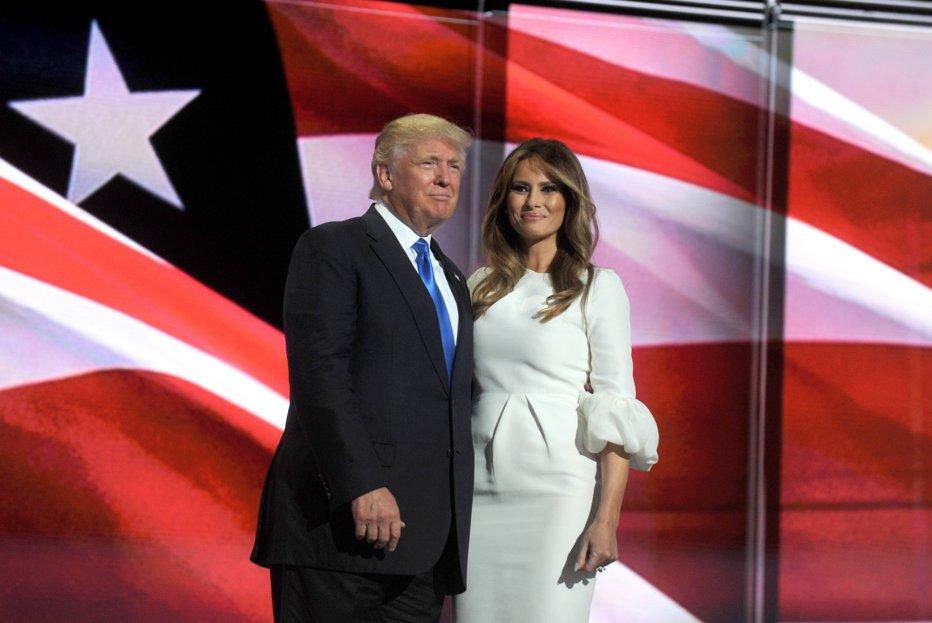 Aceasta ar putea fi cea mai ciudată fotografie cu Donald şi Melania Trump de până acum. Cum au fost surprinşi cei doi
