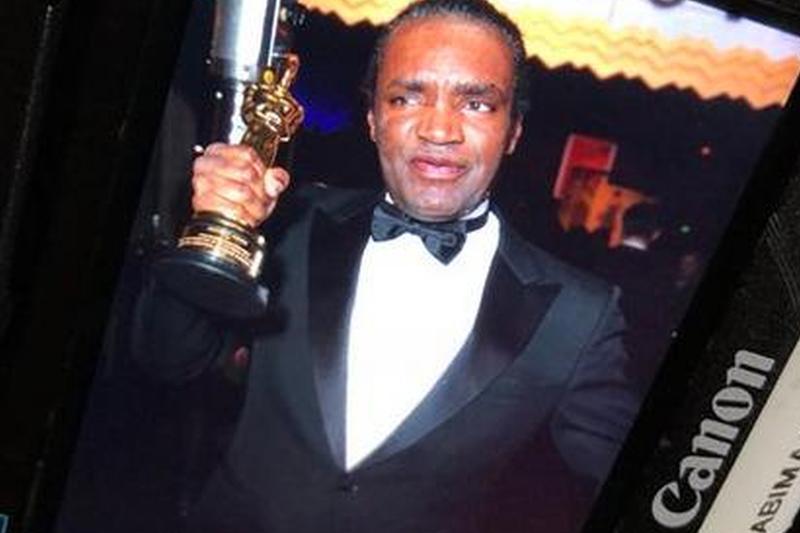 Incident bizar după gala Oscarurilor. Nimeni nu ştie cine este acest bărbat şi de ce a încercat să-i fure statueta lui Frances McDormand
