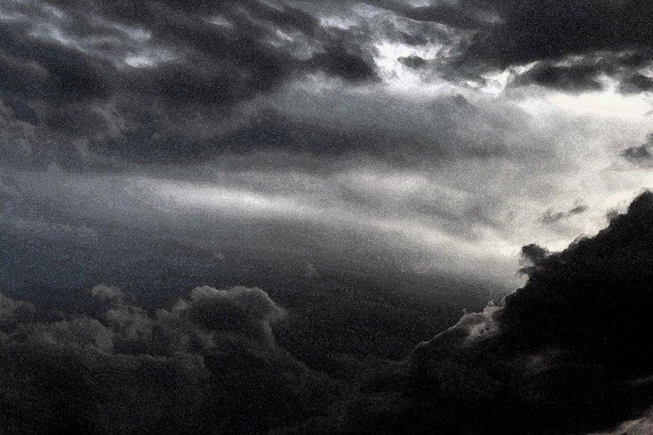 Atunci când au văzut ce a apărut pe cer, oamenii şi-au pus tot felul de întrebări. Fenomenul rar care i-a înfricoşat pe internauţi