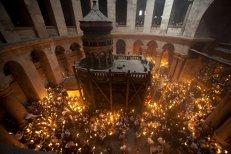 Miracolul Luminii Sfinte de la Ierusalim, o farsă din raţiuni financiare?
