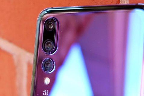 Telefonul cu cea mai bună cameră foto din lume, în oferta unei companii de telefonie din România. Costă o mică avere, dar poate fi luat în rate