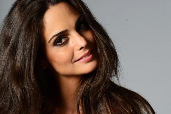 Cine este celebrul cântăreţ român care se iubeşte cu o fostă miss Barcelona