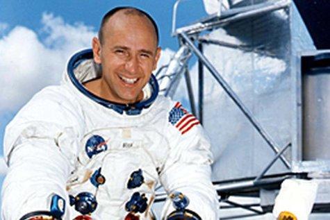Alan Bean, membru al echipajului misiunii Apollo 12, a murit la vârsta de 86 de ani