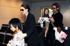 Angelina Jolie riscă să piardă custodia copiilor