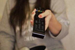 Se schimbă RADICAL modul în care se uită românii la FILM! Toate televiziunile, OBLIGATE să facă asta! Este LEGE!