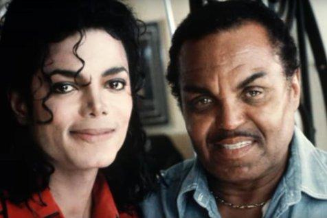 Joe Jackson, tatăl lui Michael Jackson, se află pe patul de moarte şi refuză să-şi vadă familia