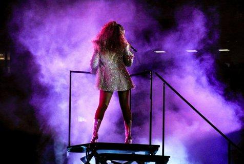 Beyonce blocata scena mobila concert Varsovia Jay Z